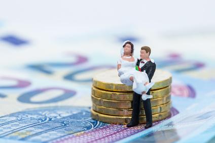 Hochzeitspaar und Geld